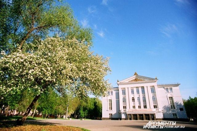 Пермский академический театр оперы и балета им. П. И. Чайковского.