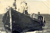 На такие плашкоуты на Ямале рыбаки сдавали свой улов.
