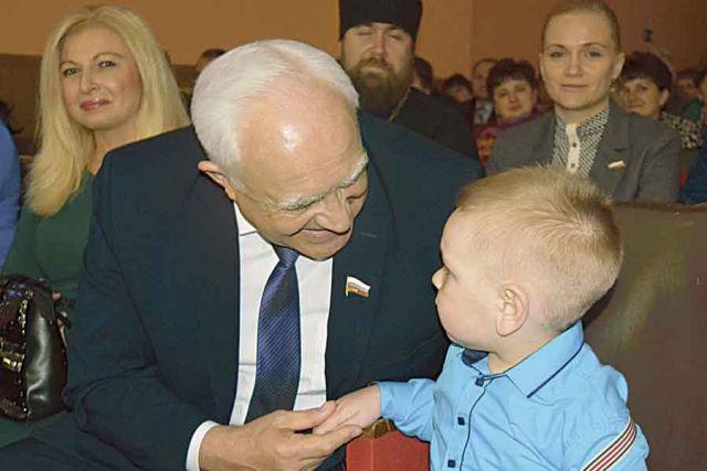 Председатель Курской областной Думы Н. И. Жеребилов на встрече в Большесолдатском районе.