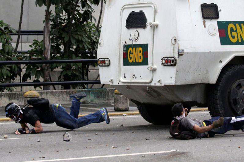 Во время разгона антиправительственных демонстраций в столице Венесуэлы пострадали более 160 человек.