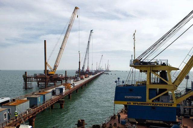 Строительство Керченского моста.