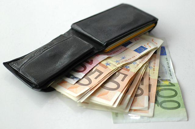 Курс евро превысил 63 рубля впервый раз смарта 2017-ого