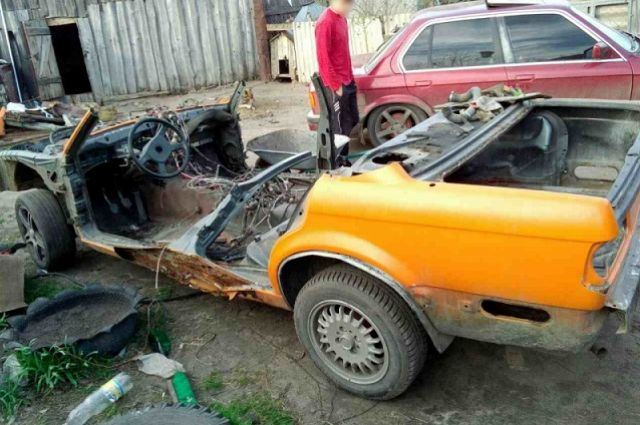 Злоумышленники разобрали машину на запчасти.