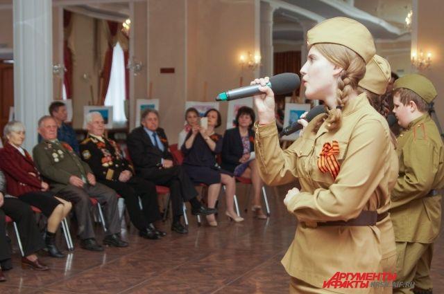 В завершение акции команда автопробега поздравила участников Великой Отечественной войны, живущих в Красноярске.