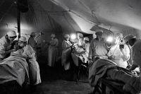 Лечение солдат в полевом госпитале.