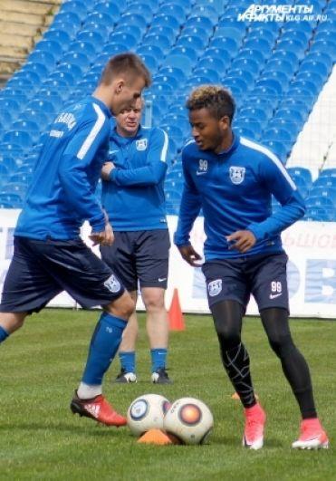 Сирима Гафар (справа) - один из самых перспективных футболистов.