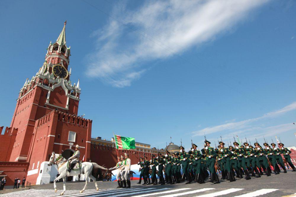 9 мая 2010 года. Участники Парада в честь 65-й годовщины Победы в Великой Отечественной войне.