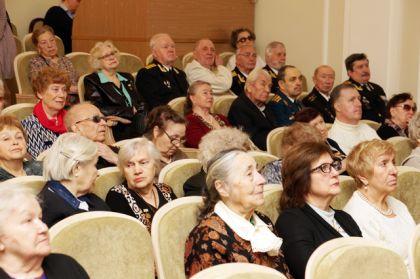 Акция «Аиф» проходила в Доме журналиста и была посвящена теме женщин на войне.