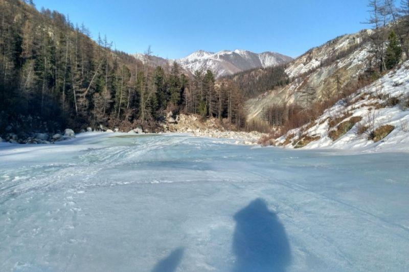 Лед реки - самый удобный путь.