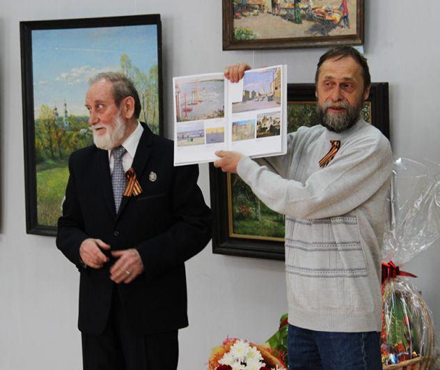 От Союза художников - каталог одной из всероссийских выставок, где были представлены работы мастера