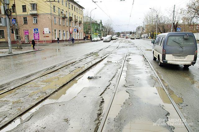 Объехать ямы на некоторых улицах невозможно