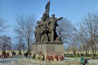 Мемориал в честь 68-ми героев-десантников морской пехоты в Николаеве.
