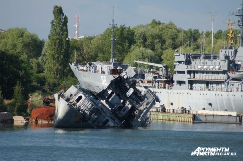 В Балтийске можно увидеть не только красоту и величие кораблей, но их полную беспомощность и крах.