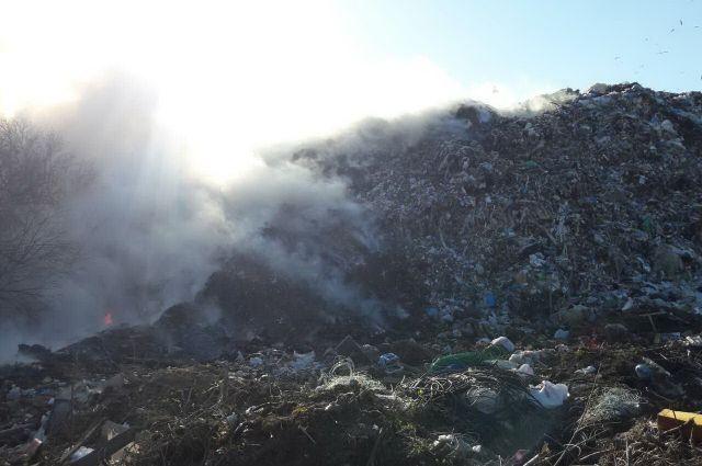 Под Харьковом горит завод попереработке мусора