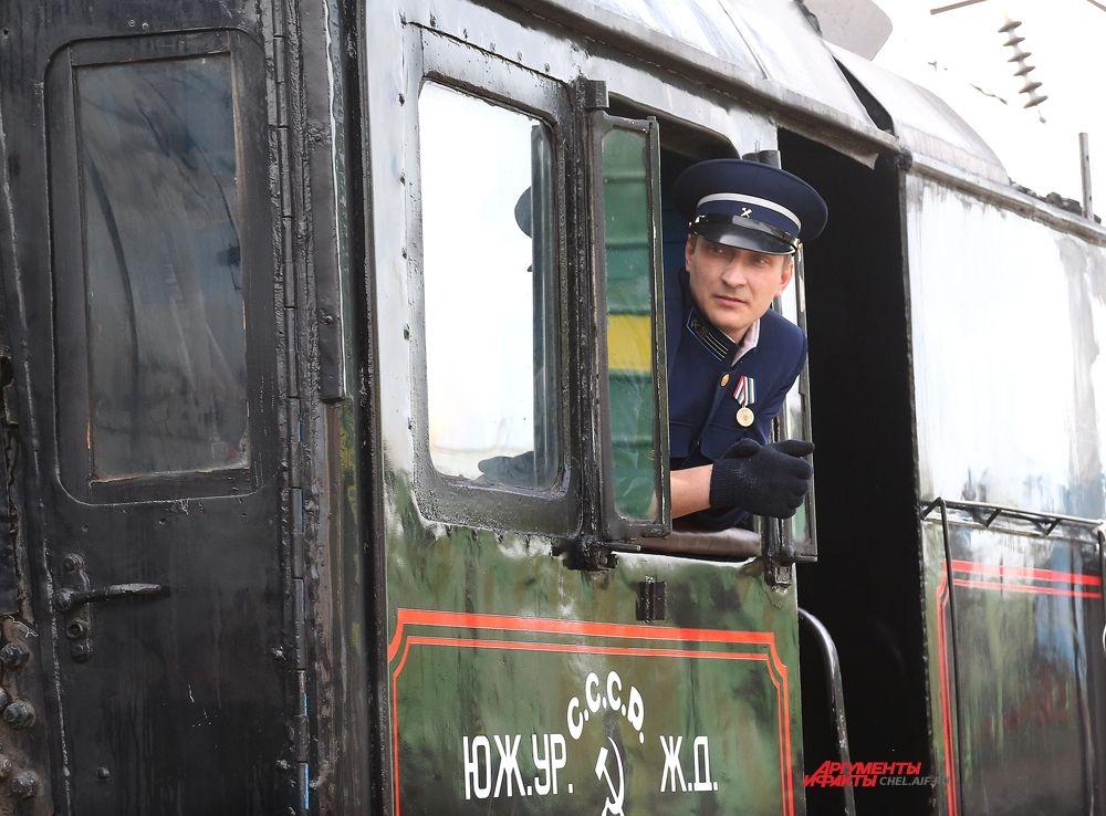 Машинист паровоза ретро-поезда