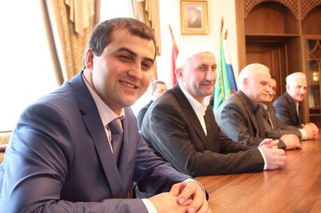 Депутат НС РД Марат Асланов (слева)