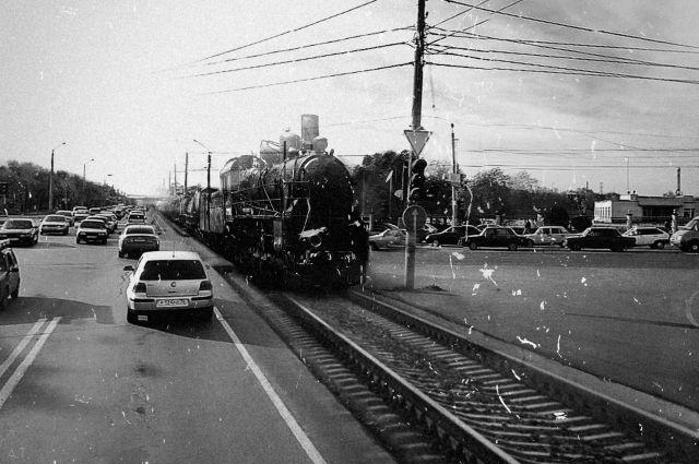 Несколько десятков лет назадна ул. Шевченко еще можно было увидеть старенькую железную дорогу.
