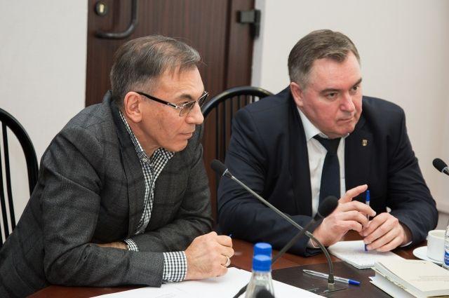 Руководитель ЭИСИ Андрей Шутов (справа) и ректор БФУ, доктор политических наук Андрей Клемешев.