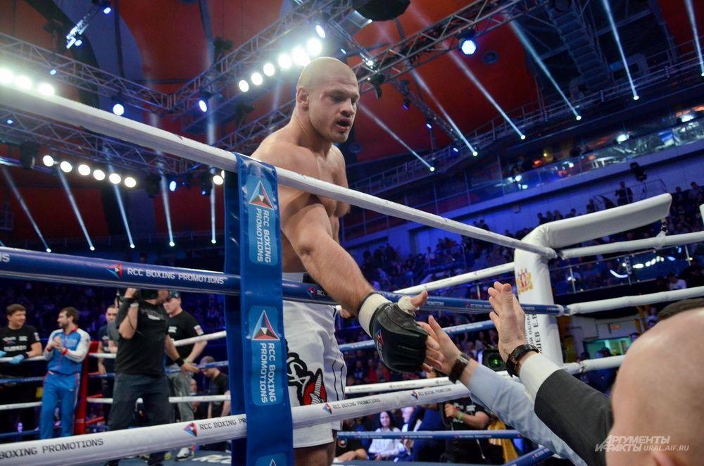 Иван Штырков празднует победу.