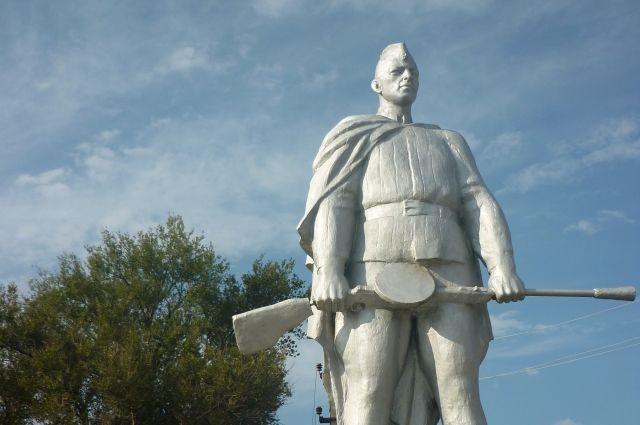 Памятник всем защитникам поселка Красноармейский, среди которых были и наши земляки.