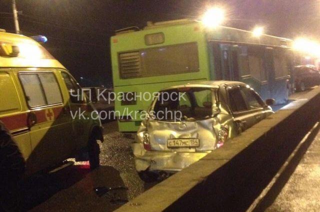 30-летняя женщина-водитель иномарки получила легкие травмы.