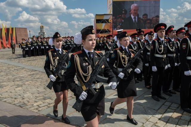 Собянин поздравил участников Парада кадет снаступающим Днем Победы
