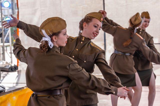 Тюменский театр подготовил праздничное выступление ко Дню Победы