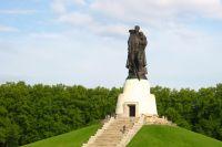 """Монумент """"Воин-освободитель""""."""