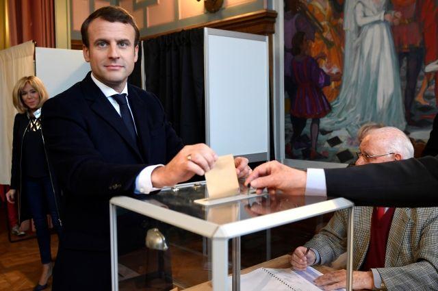 Опросы показали лидерство Макрона на выборах на заморских территориях