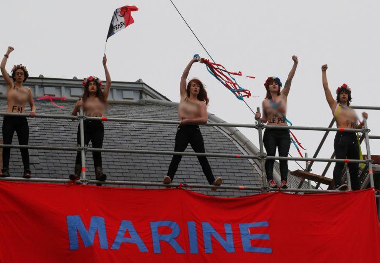 Активистки FEMEN устроили голый протест против Марин Ле Пен.