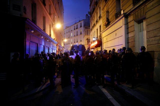 Милиция задержала неменее 150 участников несанкционированной манифестации встолице франции