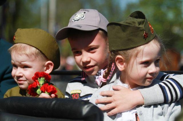 «Парад наследников Победы» прошел в тюменском селе Успенка