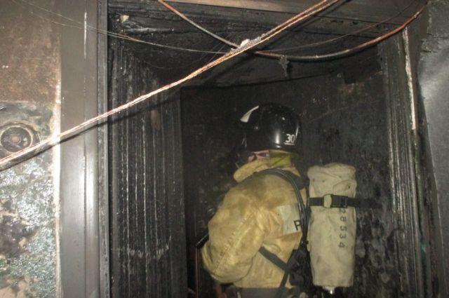 Изгорящего дома вУзловой пожарные спасли 23 человека
