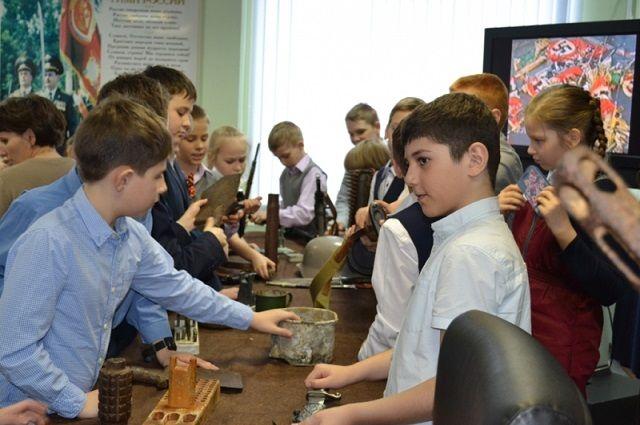 Пуровские полицейские организовали выставку предметов военных лет.