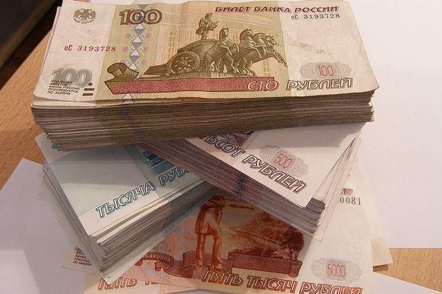 Женщина передавала деньги в несколько этапов.