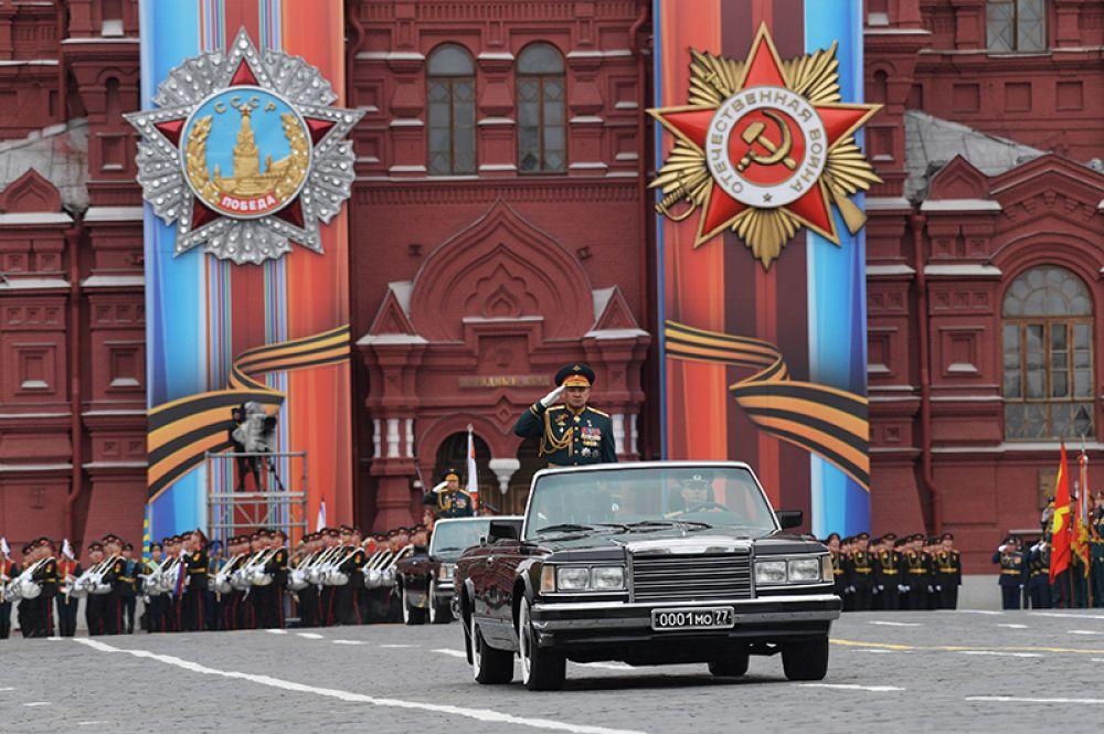 Министр обороны РФ Сергей Шойгу на военном параде, посвященном 72-й годовщине Победы в Великой Отечественной войне.