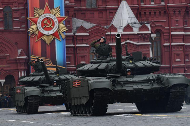Танки Т-72Б3 на военном параде, посвященном 72-й годовщине Победы в Великой Отечественной войне.