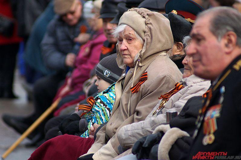 На почетных местах в первых рядах расположились главные герои праздника – ветераны.