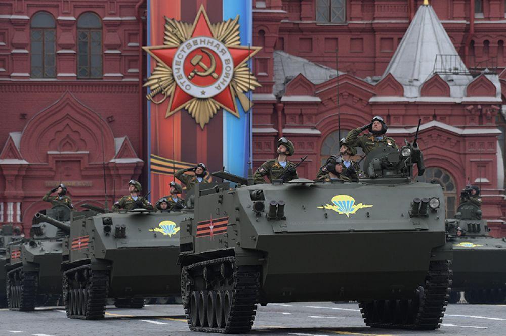 Боевая машина десанта БМД-4 М «Садовница» на военном параде на Красной площади, посвящённого 72-й годовщине Победы в Великой Отечественной войне.