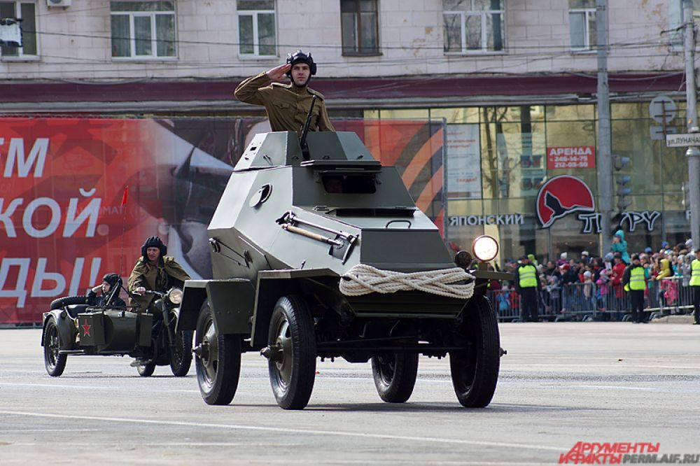 В параде приняли участие образцы времён Великой Отечественной войны.