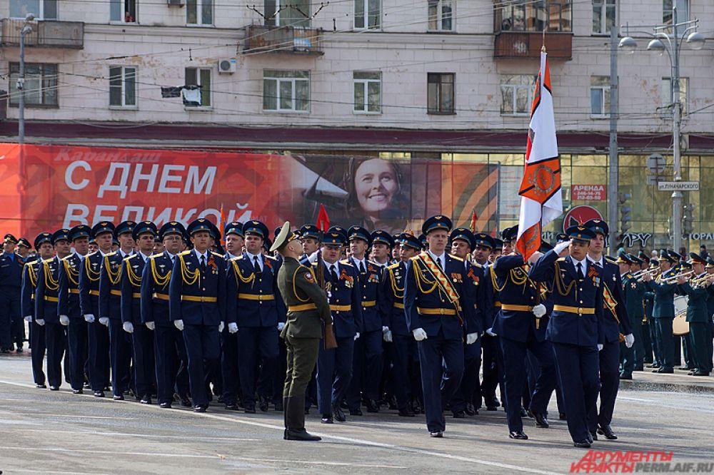 Следом за ними шли сотрудники ГУФСИН по Пермскому краю.