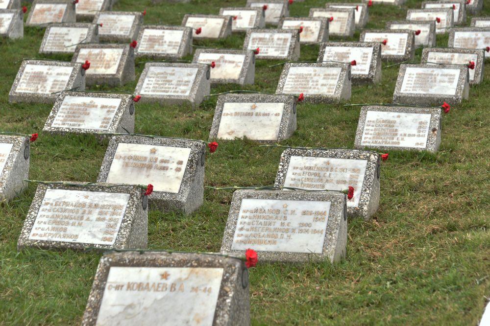 Воинские захоронения на Арском кладбище.