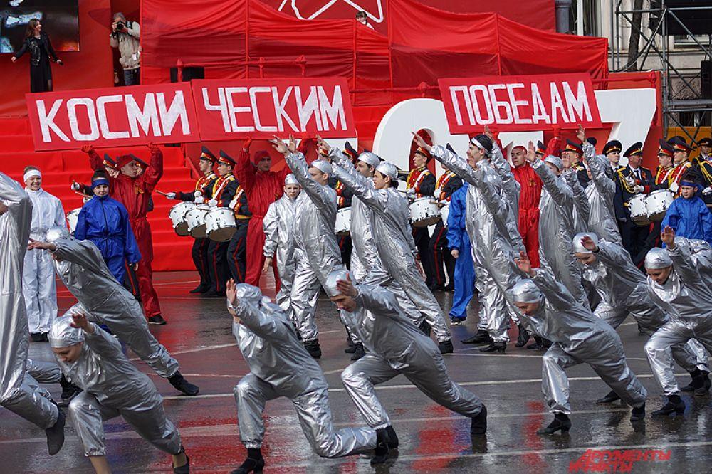 Репетиции проходили как в закрытых помещениях, так и на самой площади.