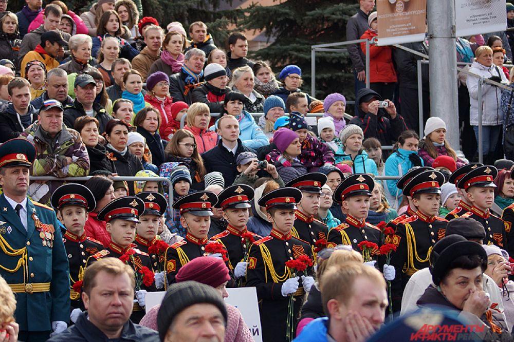 В центре Перми прошёл парад Победы. Мероприятие развернулось утром 9 мая на Октябрьской площади.