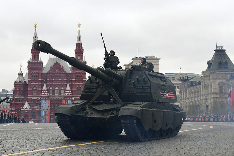 Самоходная артиллерийская установка (САУ) «Мста-С» на военном параде на Красной площади, посвященном 72-й годовщине Победы в Великой Отечественной войне.
