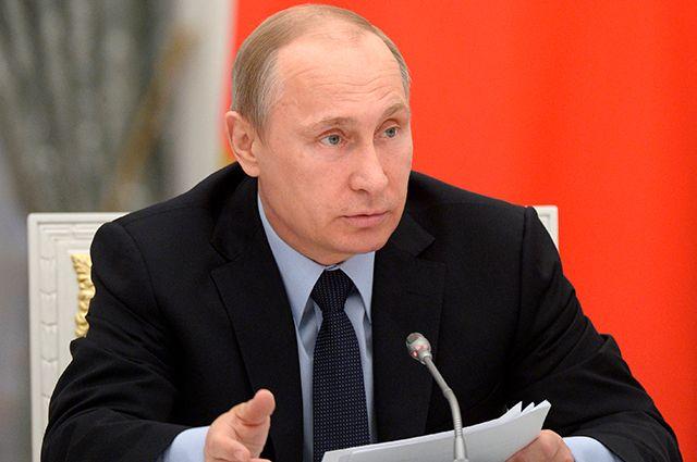 Владимир Путин на очередном заседании Комиссии по мониторингу достижения целевых показателей социально-экономического развития РФ, определённых в майских указах.