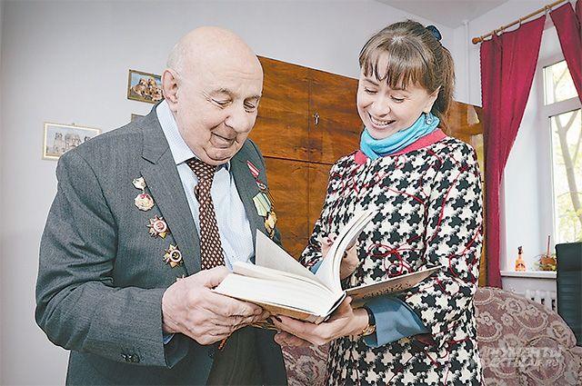«Времени у меня много, почитаю», - обещал Юрий Александрович.