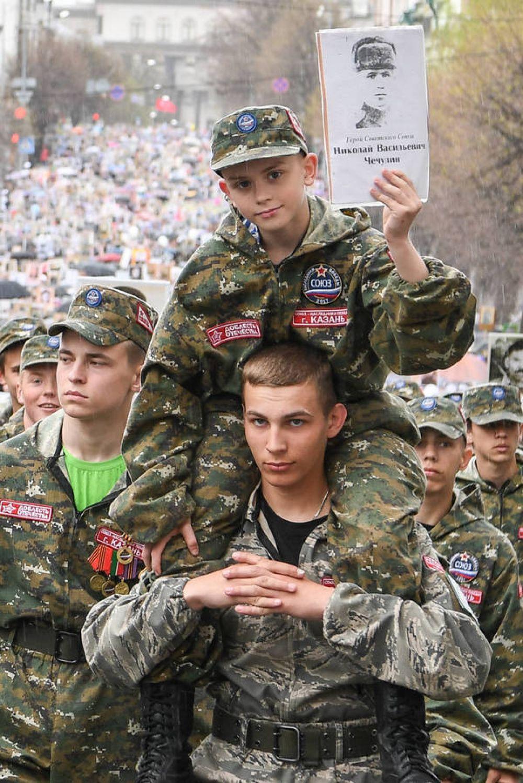 Всего в акции Бессмертный полк приняли участие 120 тысяч татарстанцев.