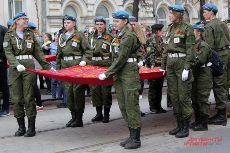 «Полотно памяти», сшитое из более чем 3,5 тысяч «солдатских платков» с именами фронтовиков