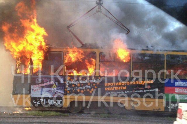 НаПредмостной площади выгорел трамвай
